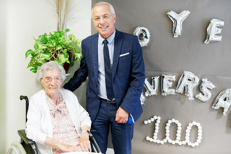 Visite de Claude Olive Maire d'Anglet pour l'anniversaire d'une centenaire